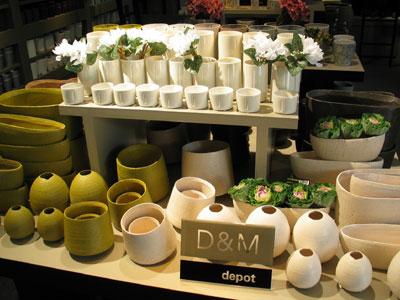 欧州で人気が高いD&M depot社のフラワーベースも多数そろう