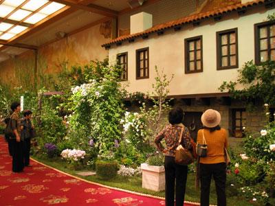ブルガリア「香りと実りのカントリーガーデン」はセカンドハウスの庭を