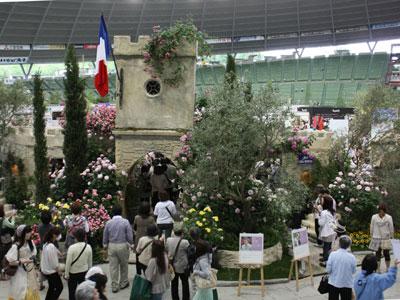 国際バラとガーデニングショウで「香りのローズアベニュー」。南仏プロバンスの風景を香り豊かに演出