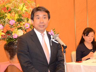 市場協会総会で就任のあいさつをする磯村信夫新会長