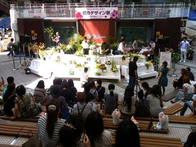 復興支援へ大阪で花のイベント。若手デザイナーがチャリティーデモ