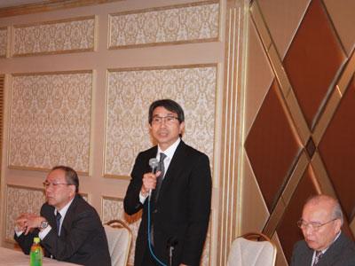 意見交換会であいさつする磯村信夫市場協会会長