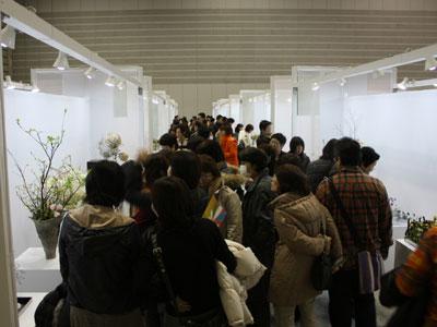 日本フラワーデザイン大賞。出品の力作を一堂に展示