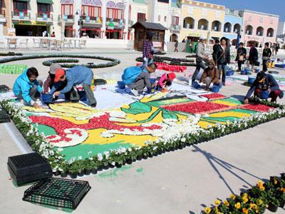 あいち花フェスタで来場者も参加してインフィオラータを制作