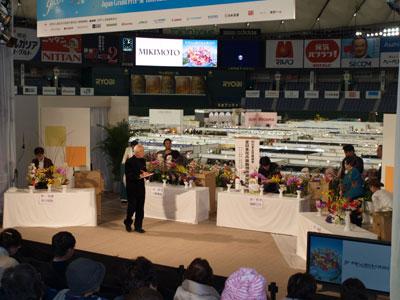 世界らん展のステージで全日本花卉装飾技術選抜選手権