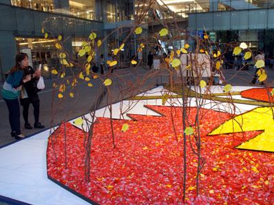 富山産チューリップの花びらで壮大ないけばなアート
