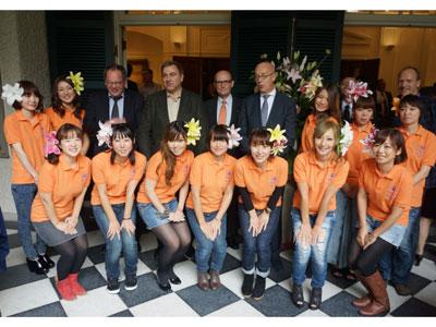 「リリーエンジェル2014」を発表。ユリPRへ活躍する12人のメンバーと関係者