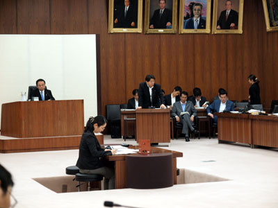 委員会で答弁する林芳正農林水産大臣