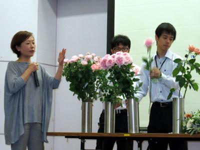 大田花き薔薇会議で講演する上野恵子氏
